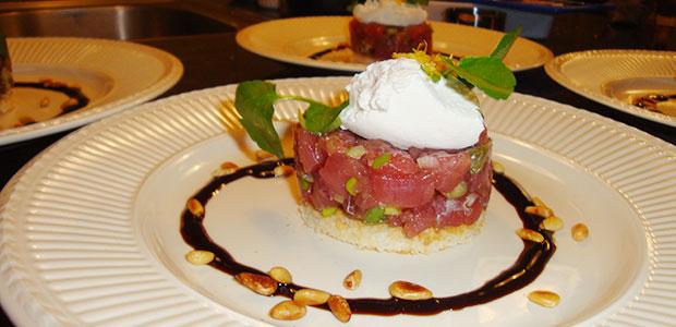 Tartaar van tonijn met balsamico crème