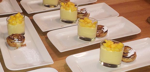 Mango yoghurt mousse