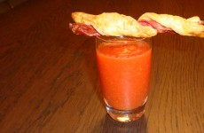 Gazpacho met bladerdeegstengel en rauwe ham