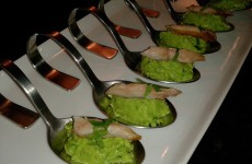Doperwtenmousse met makreel en munt