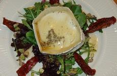 Salade met gemarineerde geitenkaas