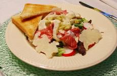 Salade met asperge en rosbief