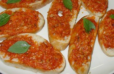 Crostini met tomatenboter