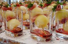 Amuseglaasje met meloenparels, Schwarzwalder schinken en rode port